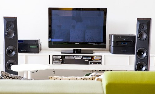 Televízor a obývačka