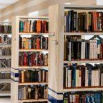 Knižnica s knihami